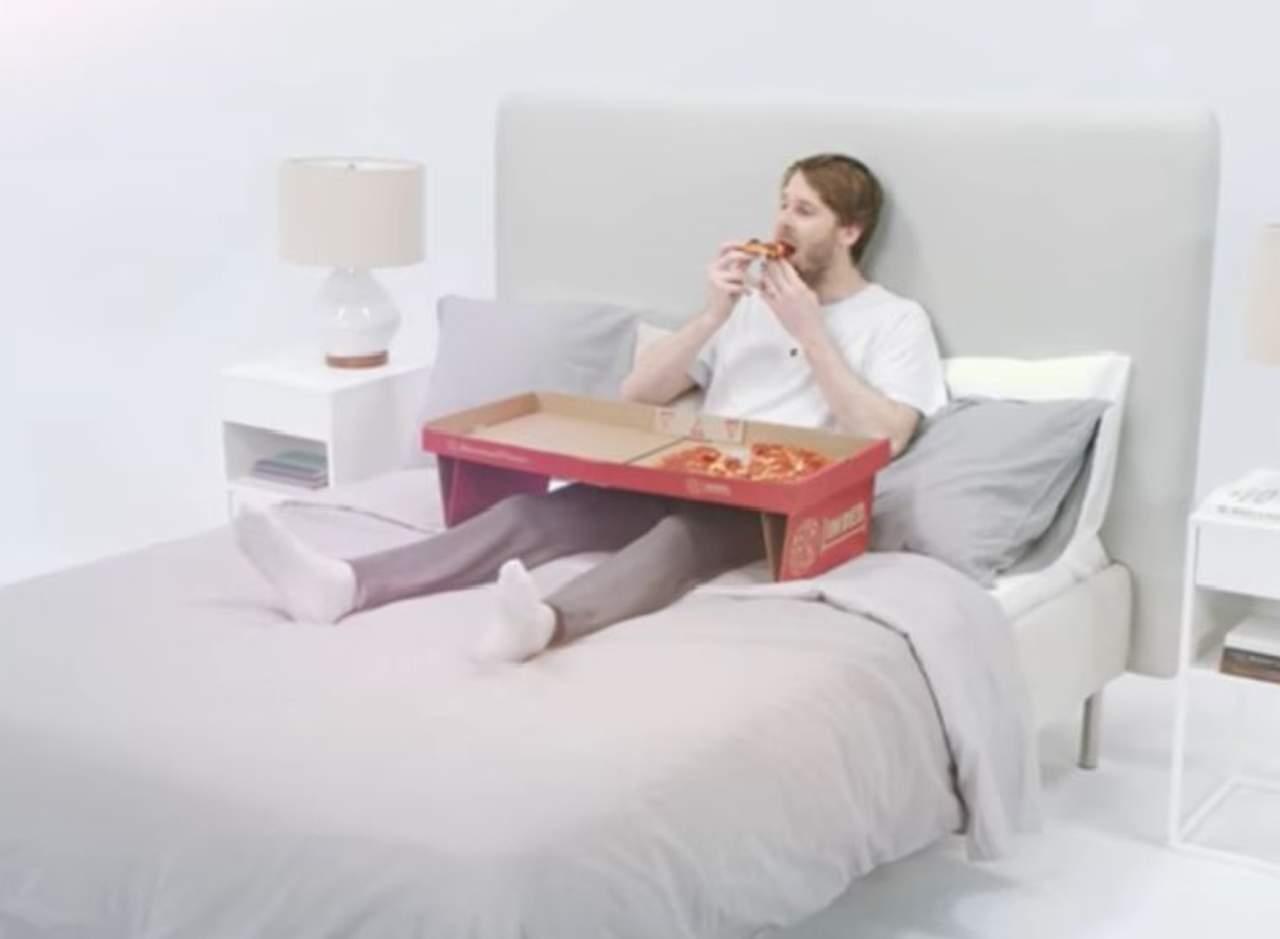 La caja de pizza ideal para el amante de comer en la cama