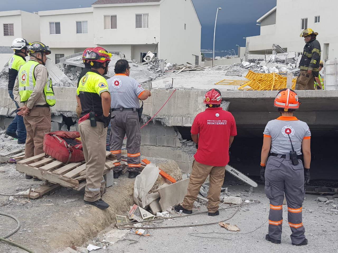 Suman cinco muertos por derrumbe en Monterrey