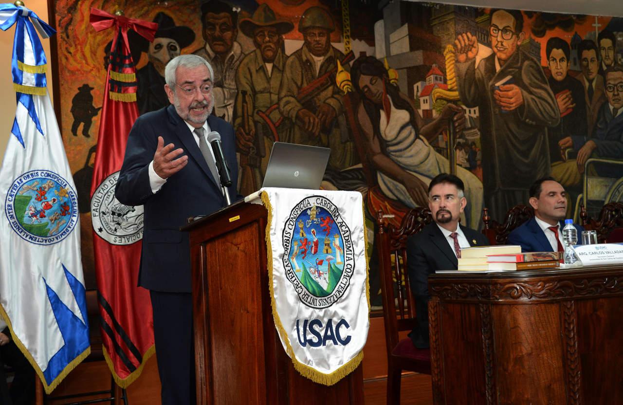 Universidad guatemalteca reconoce trayectoria de Enrique Graue