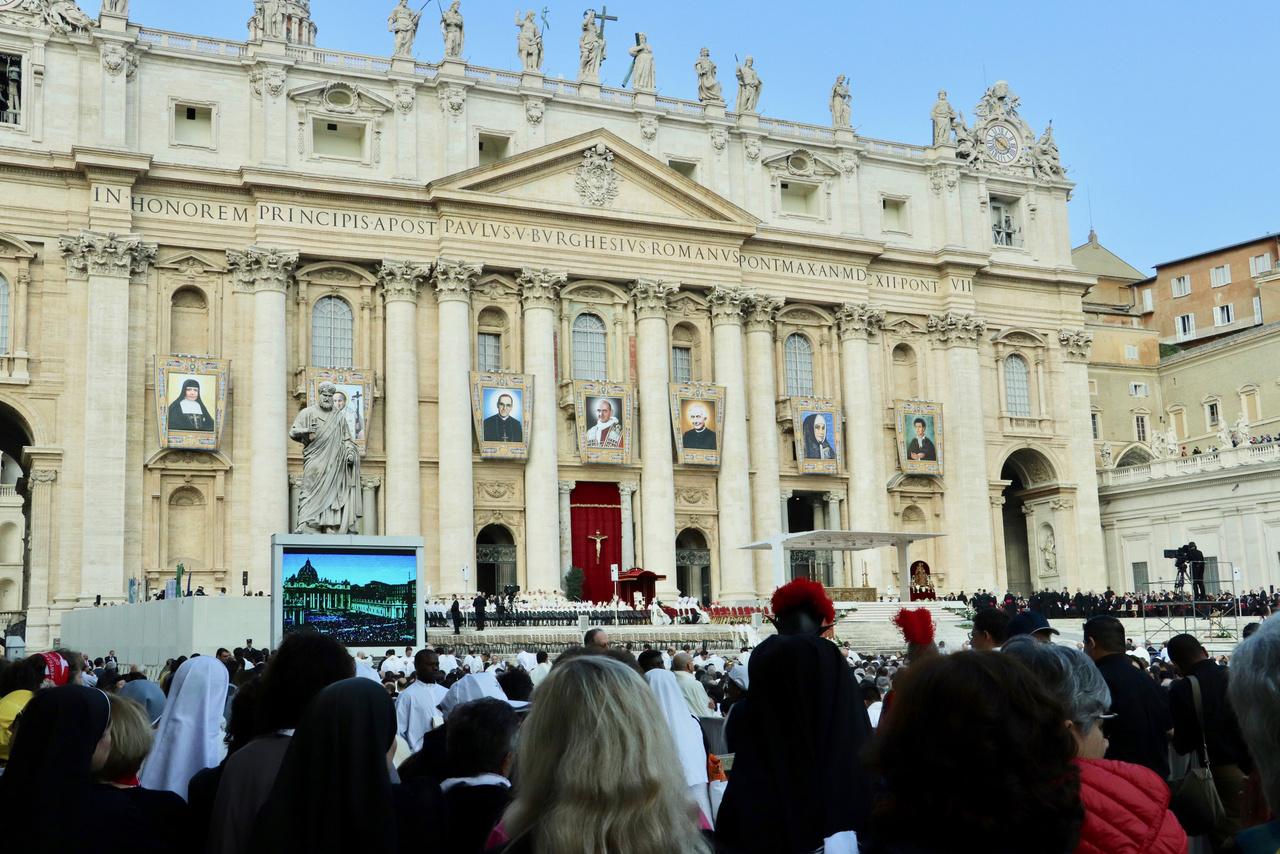 Proclaman santos a Romero y Pablo VI