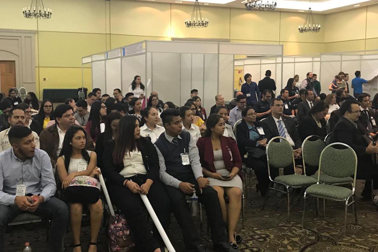 Jóvenes del DIES participan en Encuentro de Investigadores