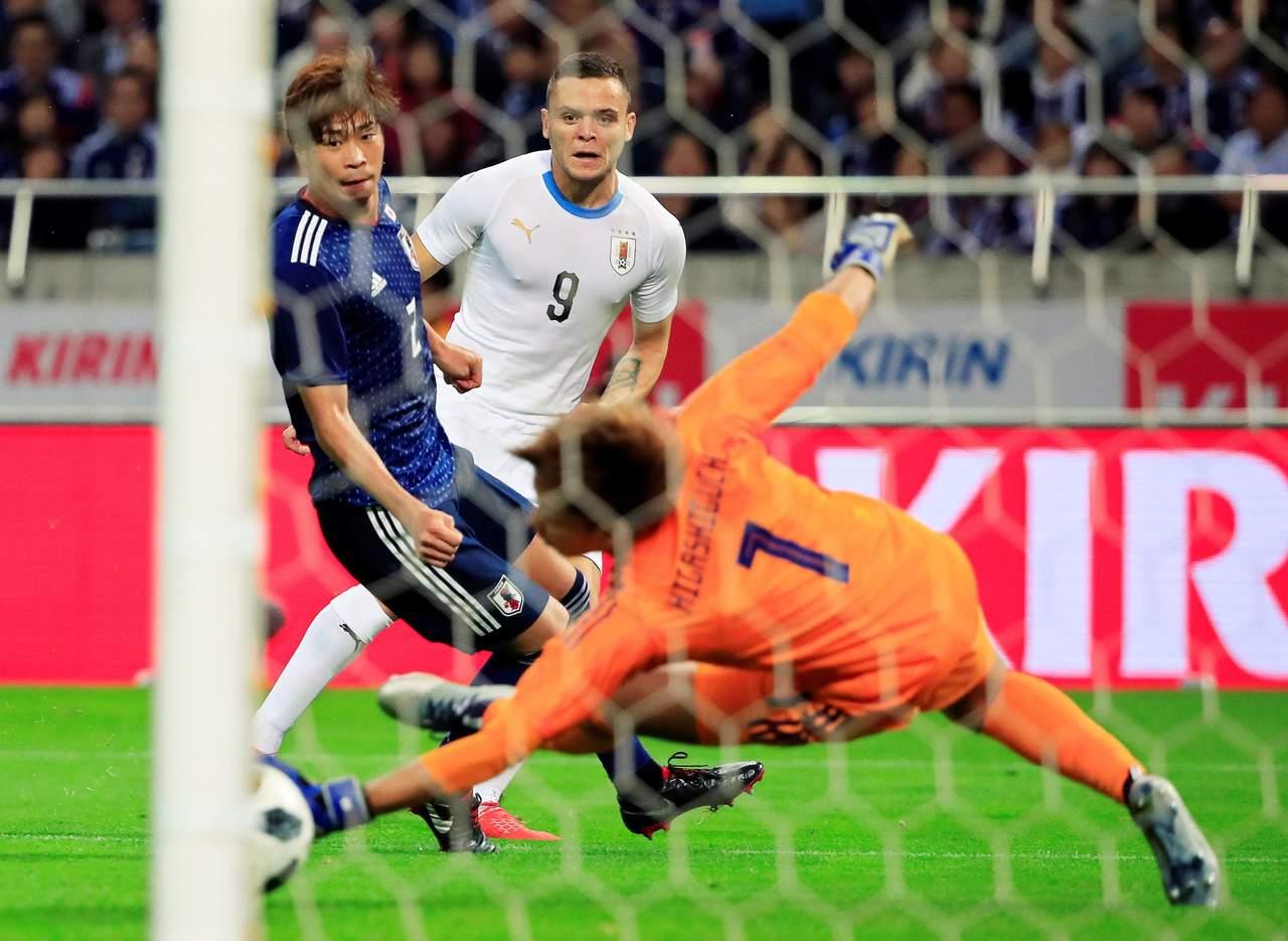 'Cabecita' vive regreso goleador en derrota de Uruguay