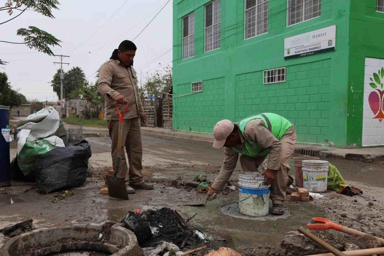 Mantienen operativos de limpieza de las alcantarillas