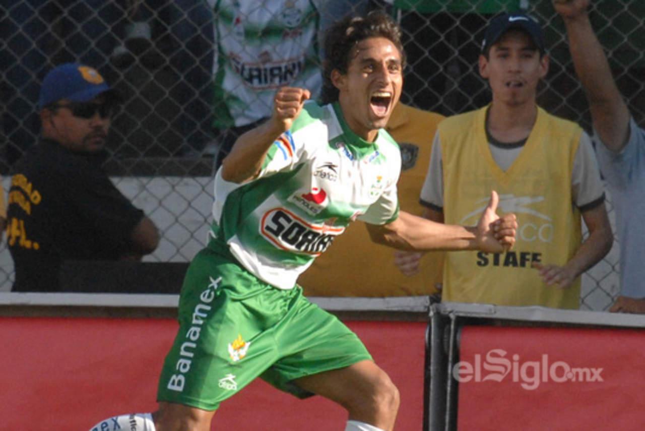 El exjugador de Santos, Fernando Arce, marcó uno de los goles más emblemáticos en la historia de los duelos ante Rayados. (ARCHIVO)