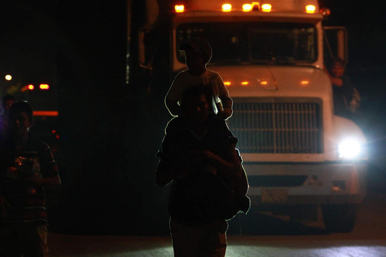 Padres registran a primera bebé nacida en la caravana