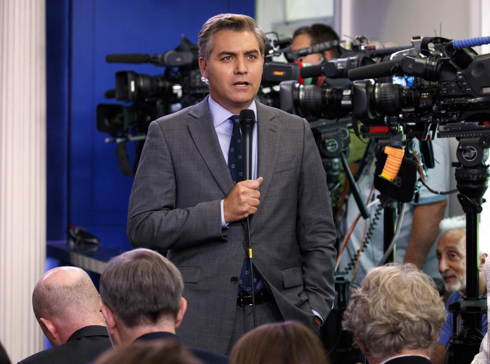 Casa Blanca suspende a reportero por confrontar a Trump