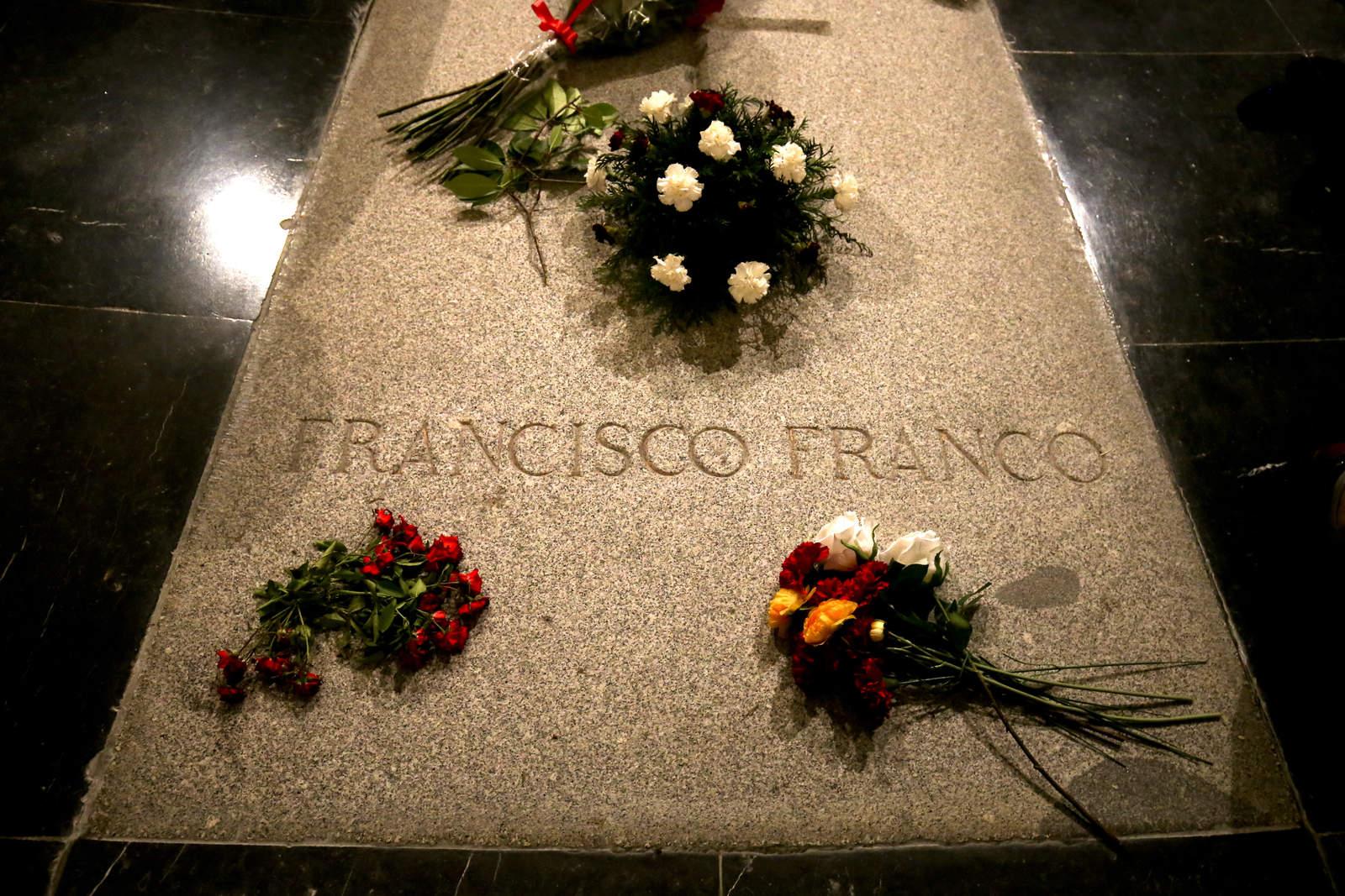 Gobierno español busca exhumar a Franco antes de fin de año