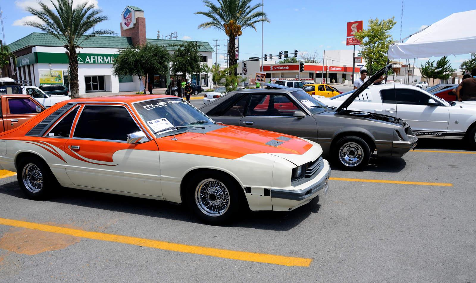 Fiesta de autos Mustang en La Laguna