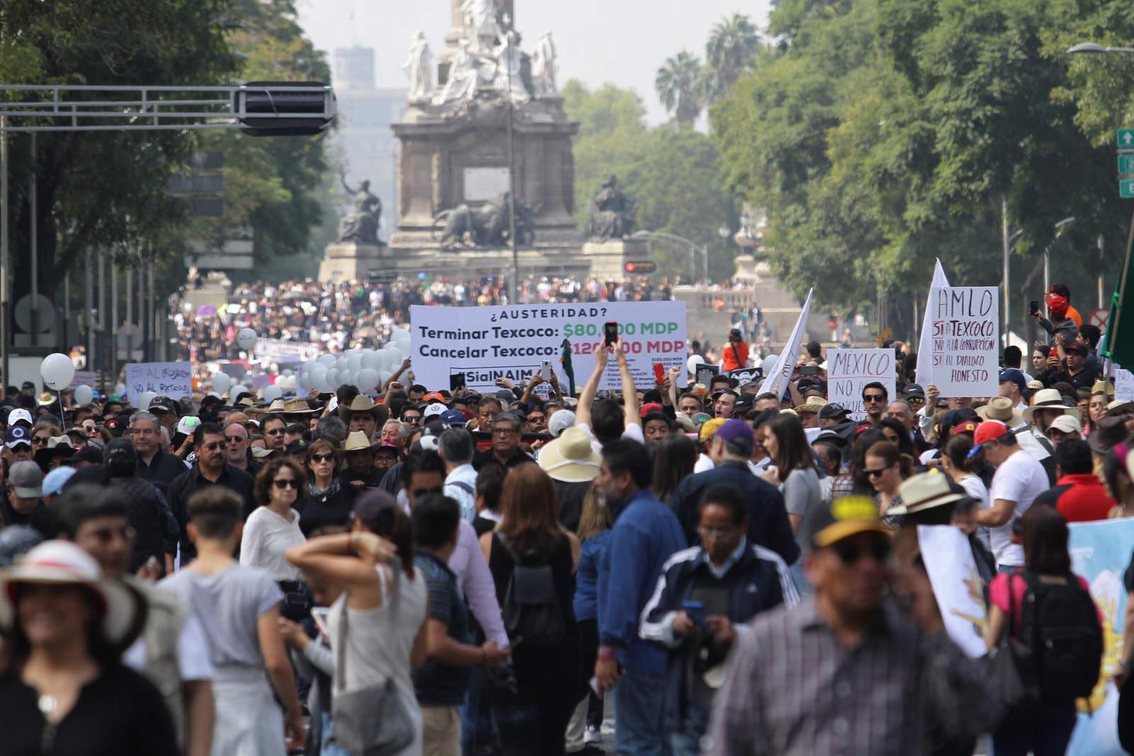 Marchan en defensa del NAICM en Texcoco