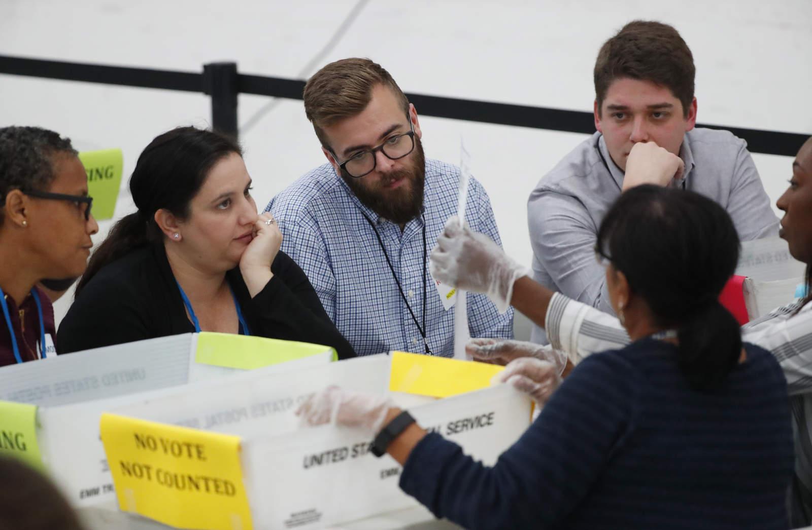 Inicia recuento manual en las reñidas elecciones de Florida