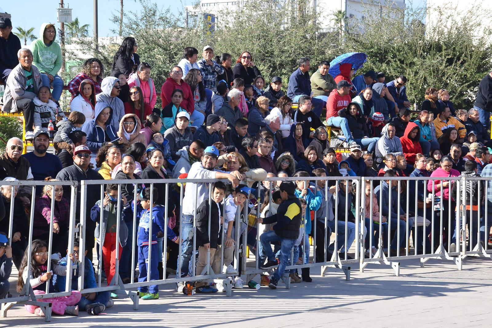 Desfile de la Revolución en Torreón registra poca afluencia