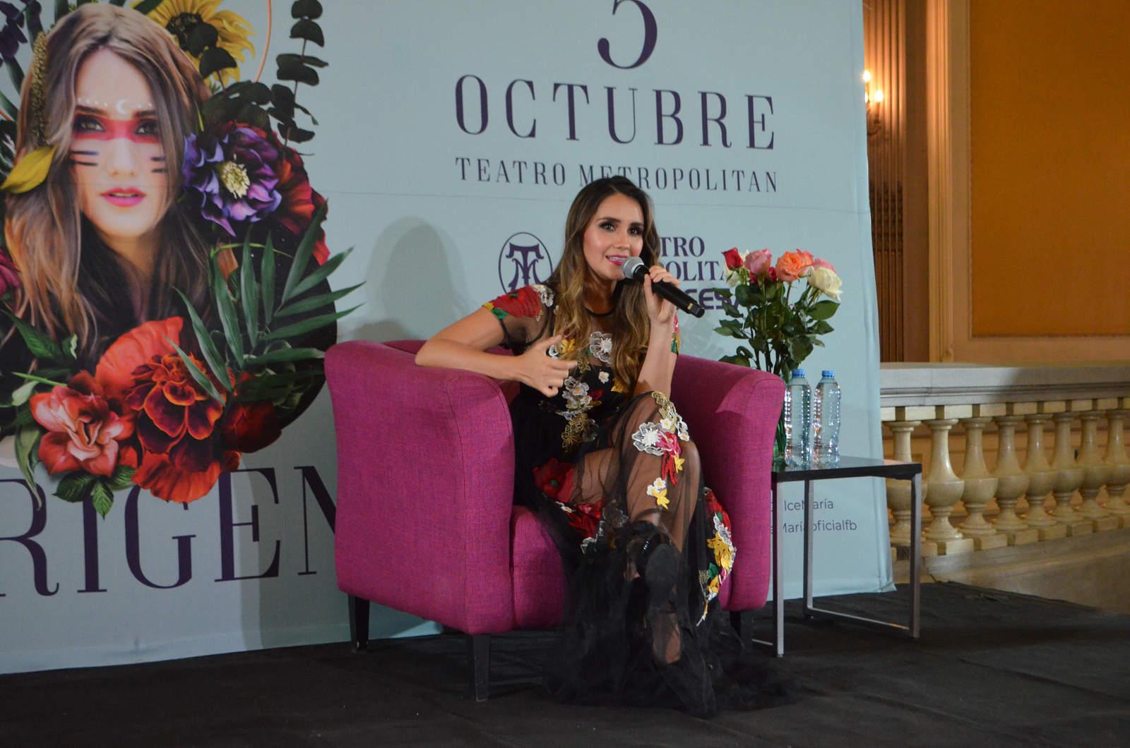1985: Nace Dulce María, famosa cantante y actriz mexicana
