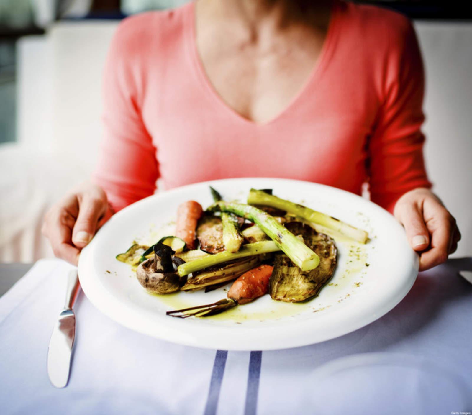 ¿Qué cenar para amanecer desinflamado?
