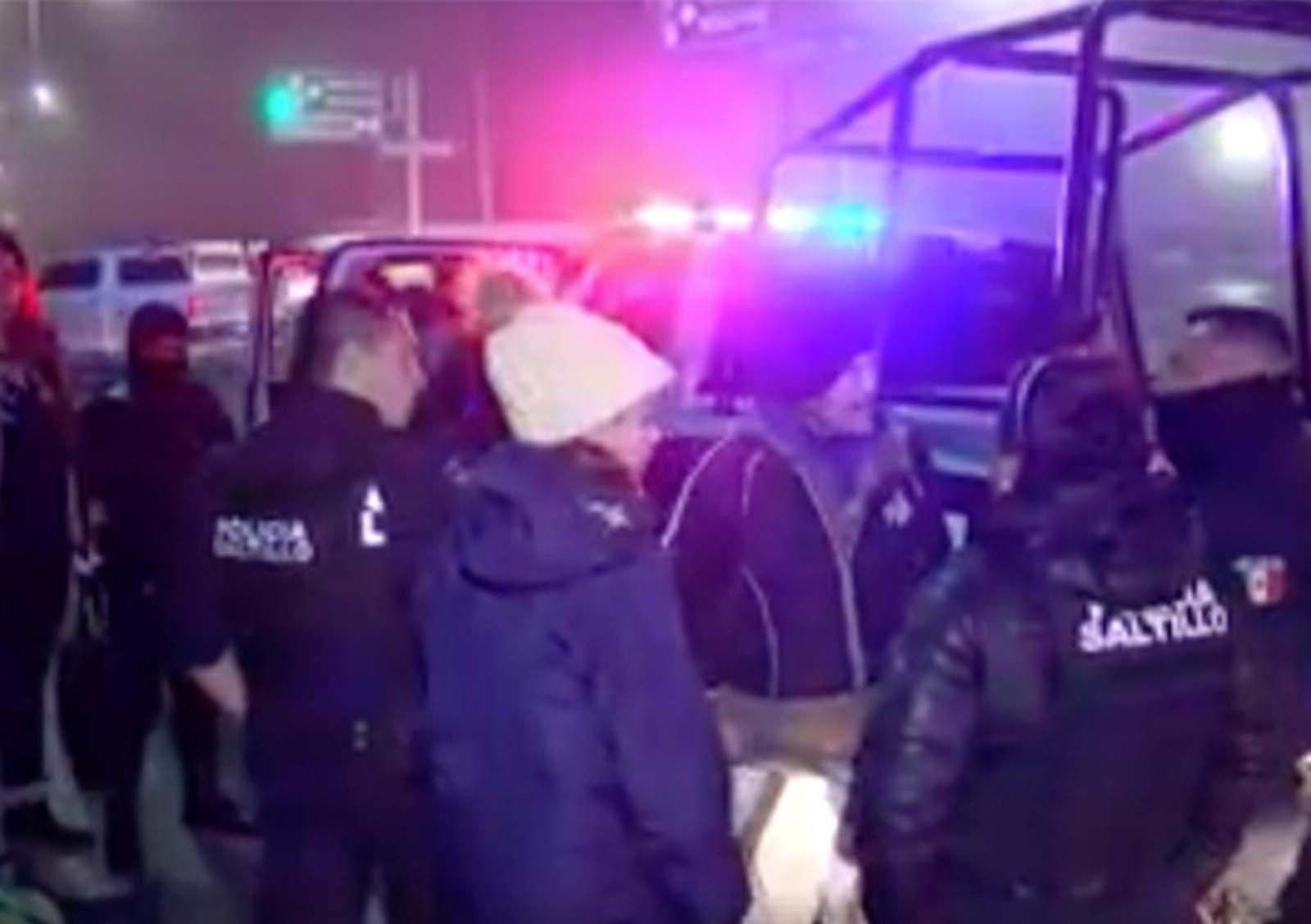VIRAL: Provocan escena tras detención de un familiar