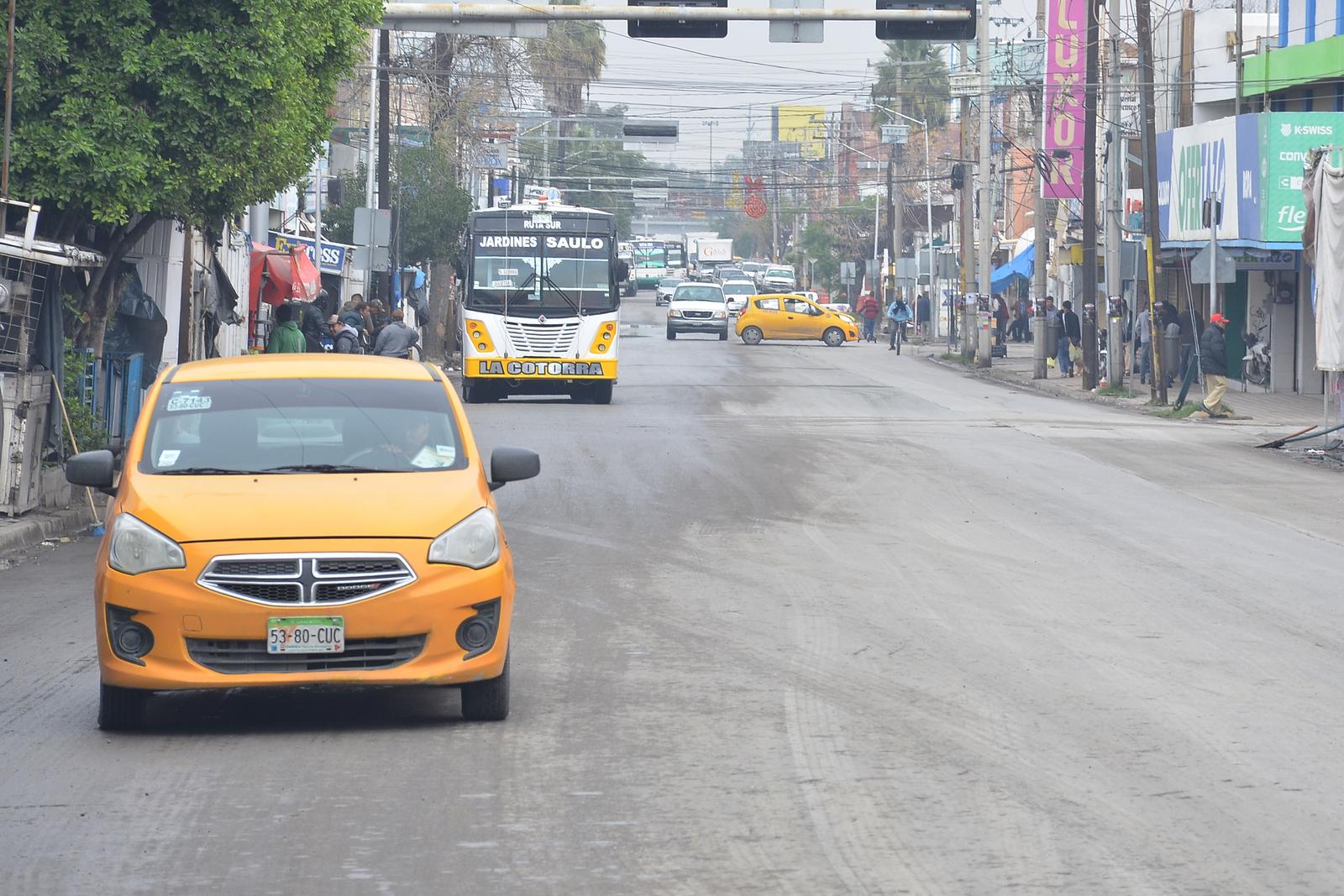 Conflicto. Locatarios del mercado Alianza no quieren la instalación de paraderos del Metrobús a mitad de la vialidad. Dicen que les van a
