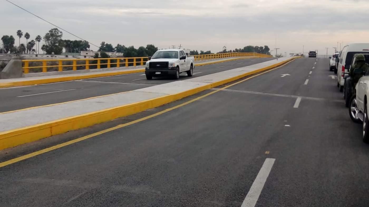 El puente ya está operando pero aún falta la instalación de señalamientos y alumbrado público, cuyas obras estarán a cargo del municipio. (FERNANDO COMPEÁN)