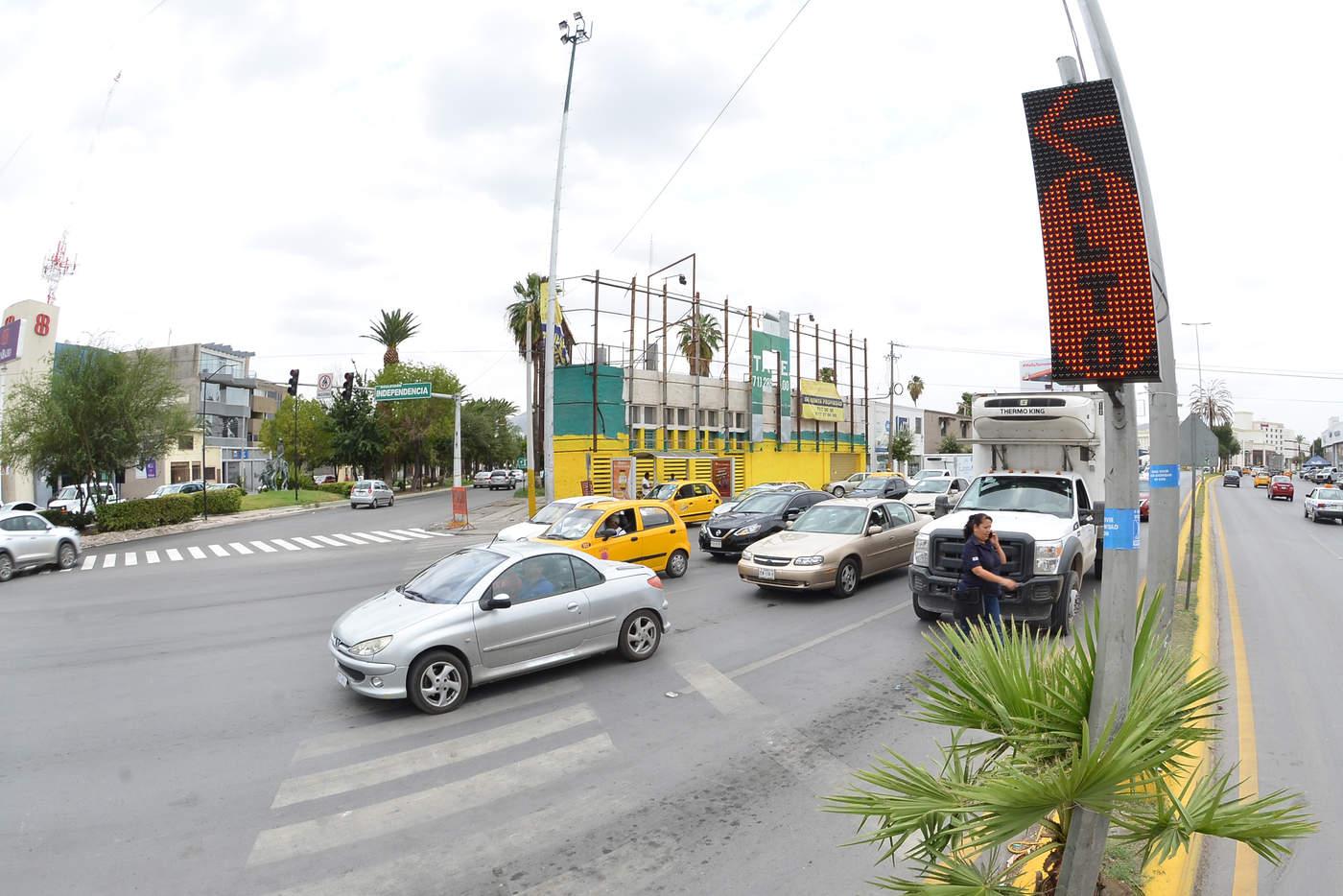 Tecnología. Este año se espera cambiar la totalidad de los semáforos en Torreón a luz tipo LED. (EL SIGLO DE TORREÓN)