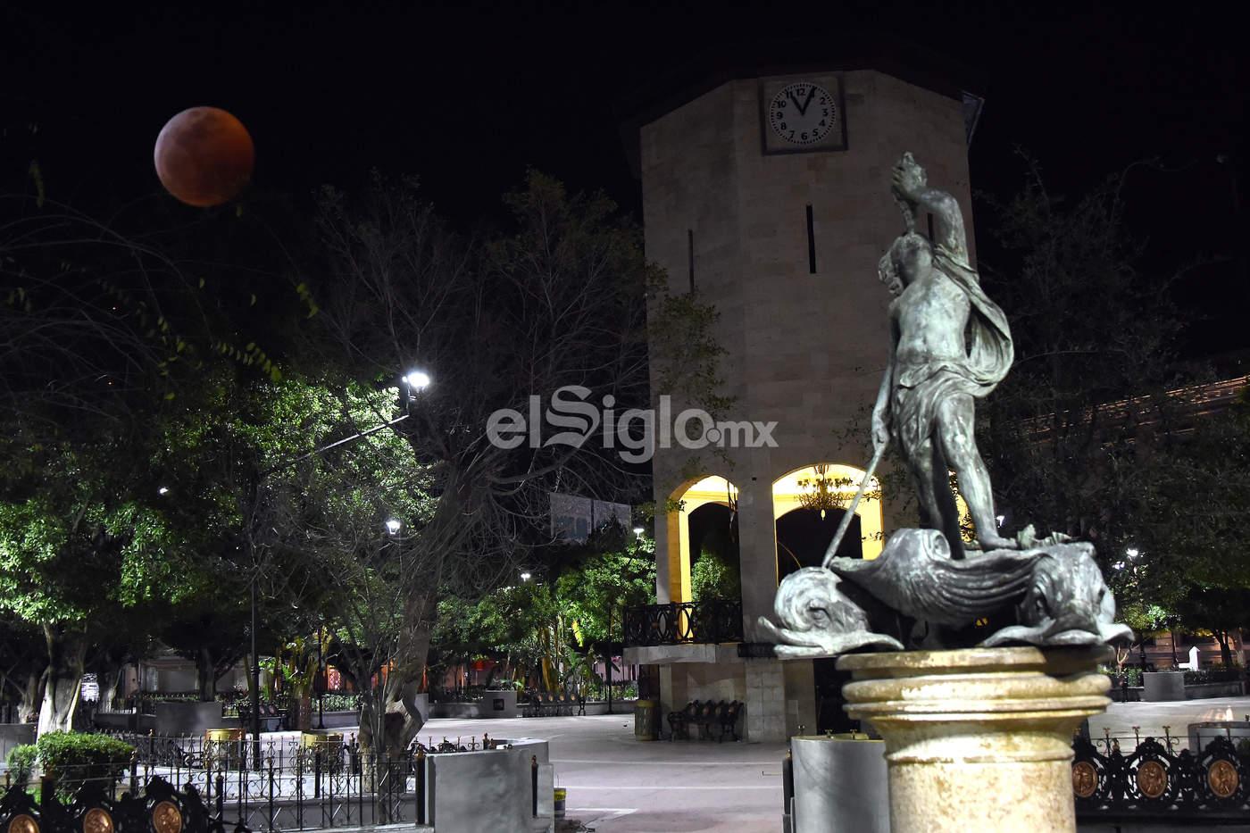 El eclipse se pudo apreciar en todo su esplendor en Torreón. (JESÚS GALINDO)