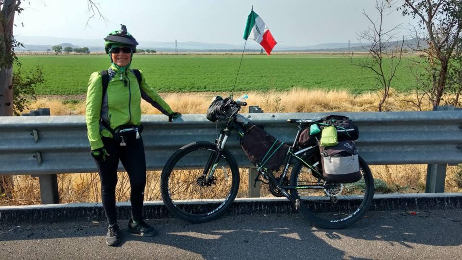 Hoy en el IMCE se presentará el libro de la ciclo viajera Bertha Corte. (ESPECIAL)