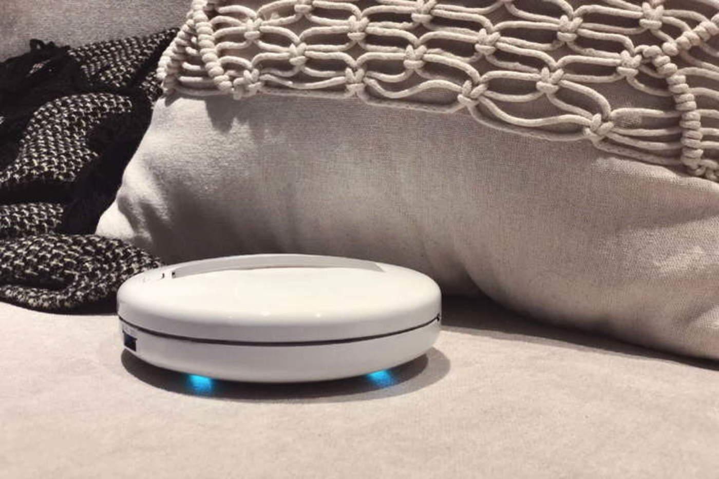 Sus creadores aseguran que el CleanseBot es capaz de limpiar y desinfectar seis veces en una sola carga (toma cuatro horas llenar su batería). (ESPECIAL)