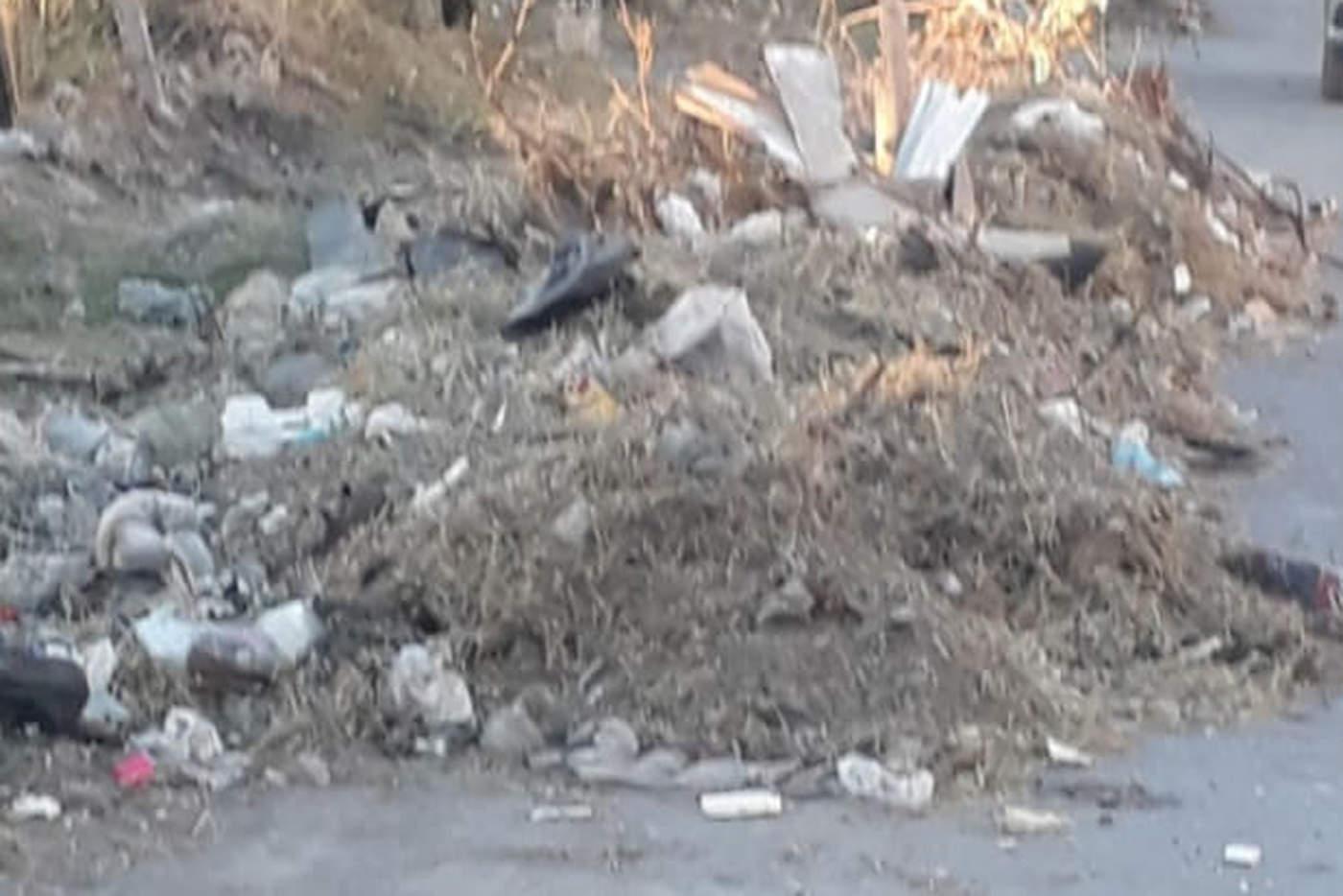 Hubo una limpieza de los lotes baldíos recientemente en la colonia San Felipe de esta ciudad, sin embargo, indican que todo se quedó a medias. (EL SIGLO DE TORREÓN)