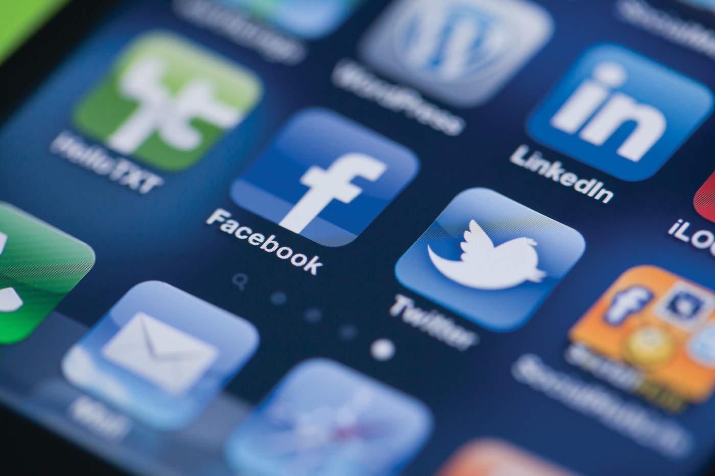 Con relación al proceso psicológico de los jóvenes, destacó que las redes sociales les ayudan a crear un sentido de pertenencia, pues está considerado como un factor importante para su etapa de desarrollo. (ARCHIVO)