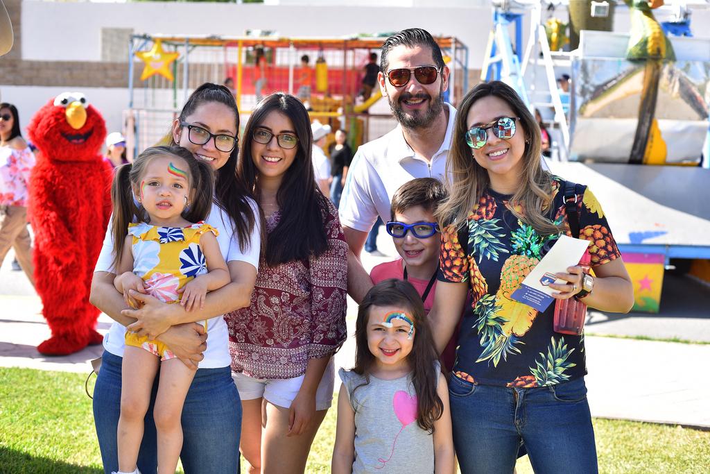 Maricela, Paola, Consuelo, Mario, Jorge, Antonella y Paula.