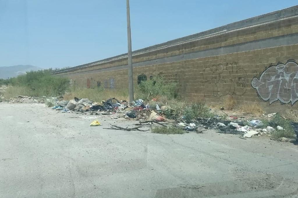 Señalan que lleva años el mismo problema y la basura sigue acumulándose. (EL SIGLO DE TORREÓN)
