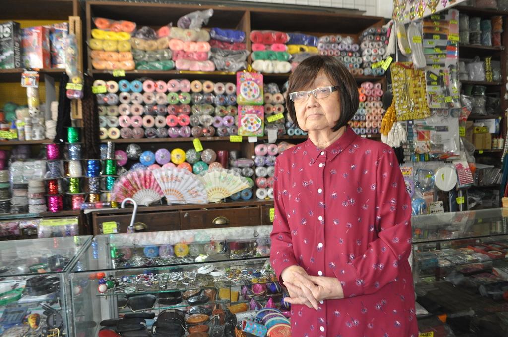 María Cristina Masako Tanaka Tsuji se siente orgullosa de mantener el legado de su familia con la tienda La Japonesa. (EL SIGLO DE TORREÓN)