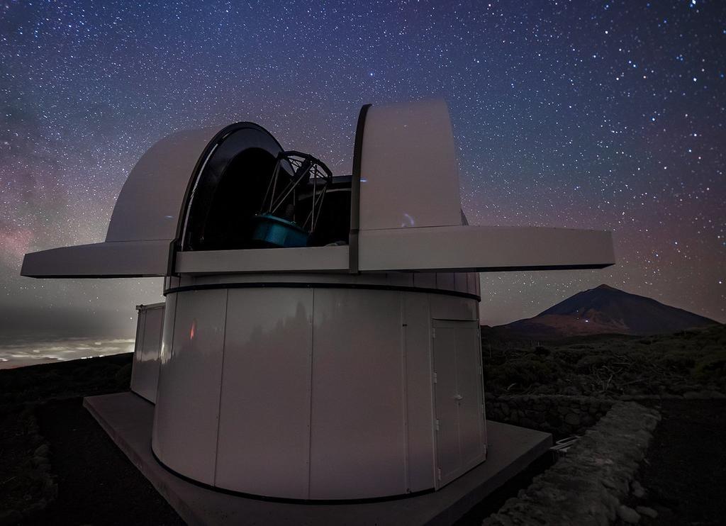Ha sido construido por la empresa alemana Astelco con detectores muy sensibles a las longitudes de onda infrarrojas que emanan de las estrellas enanas ultrafrías. (TWITTER)
