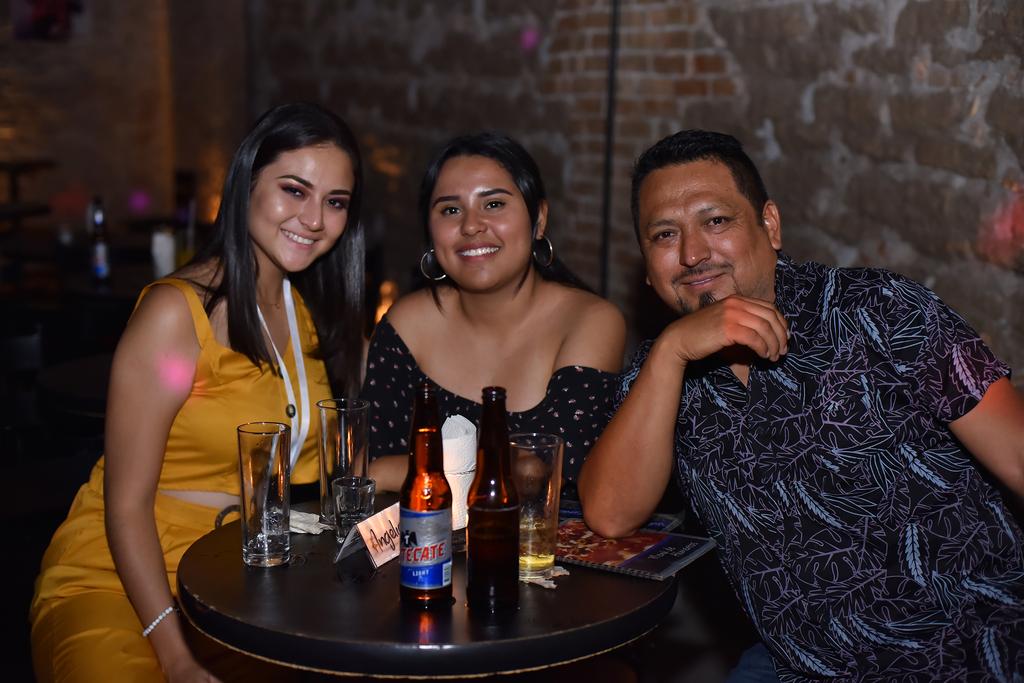 Andrea, Fernanda y Omar.