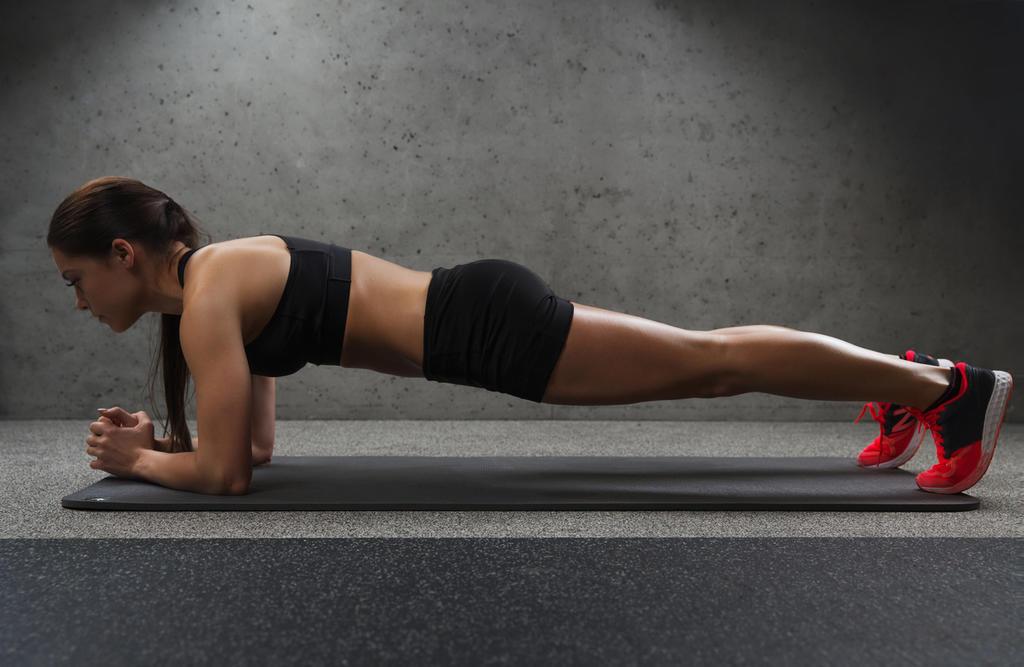 Es un ejercicio muy complejo y bueno que trabaja principalmente el recto abdominal, y fortalece otras partes como  pecho, deltoides, cadera, hombros y tríceps,