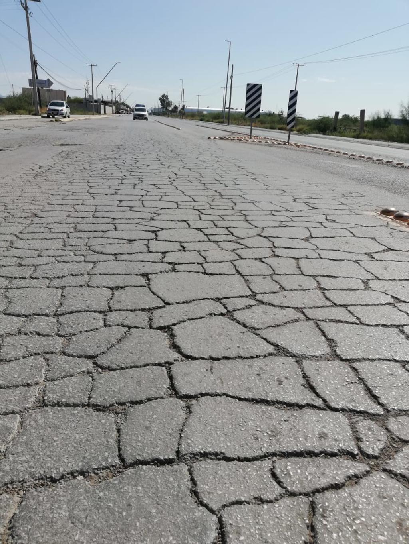 Se deshace. El pavimento de la carretera La Partida-La Unión requiere de una pronta atención debido a que poco a poco se ha ido dañando.
