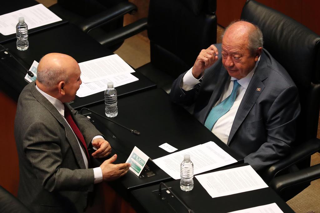 El presidente Andrés Manuel López Obrador informó que su gobierno presentó dos denuncias en contra del líder petrolero Carlos Romero Deschamps ante la Fiscalía General de la República (FGR) relacionadas con los ingresos del político priísta. (ARCHIVO)