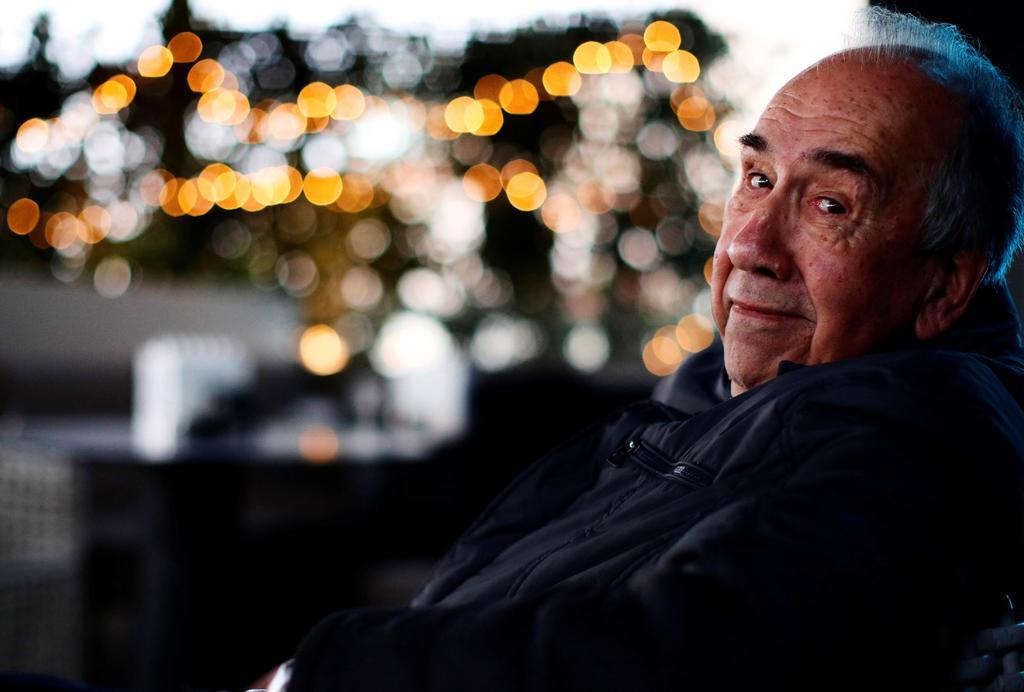 El inicio. El poeta catalán comenzó su trayectoria poética en 1963 publicando en castellano