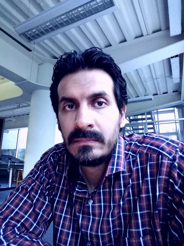 Preparación. Actualmente Alfredo Loera estudia una maestría en Literatura Hispanoamericana. (CORTESÍA)