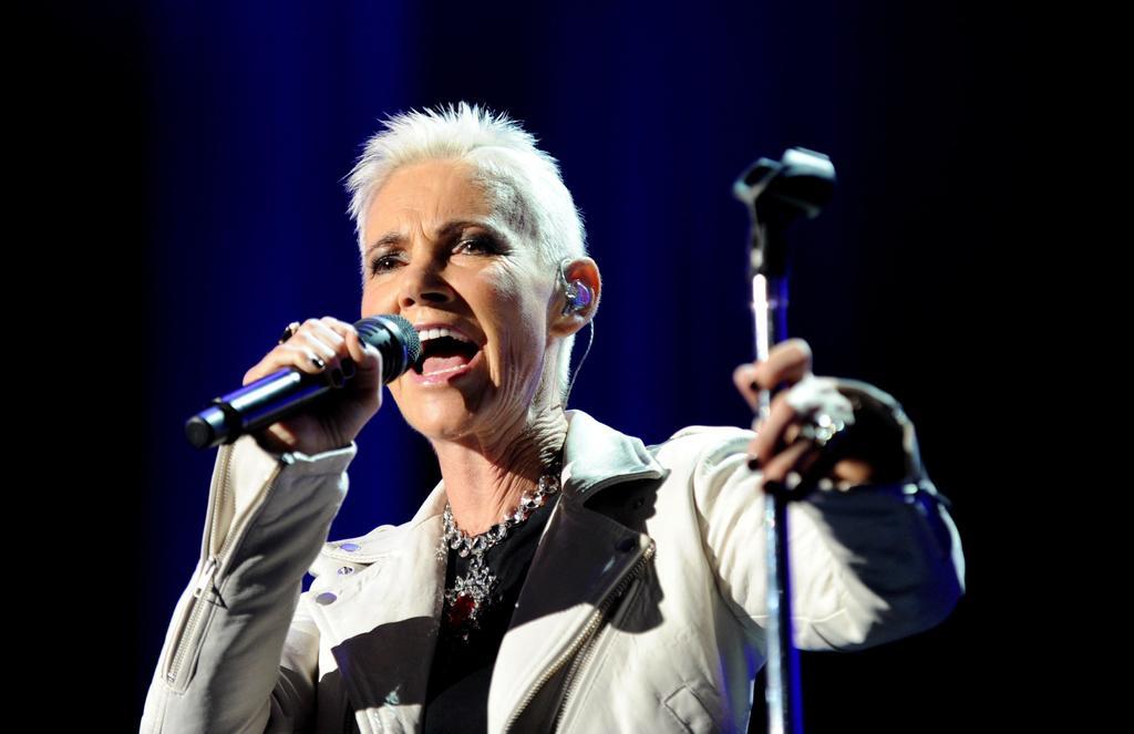 Luto.  La cantante y compositora sueca Marie Fredriksson, vocalista del dúo Roxette, falleció a los 61 años tras una larga lucha contra el cáncer cerebral.  (ESPECIAL)