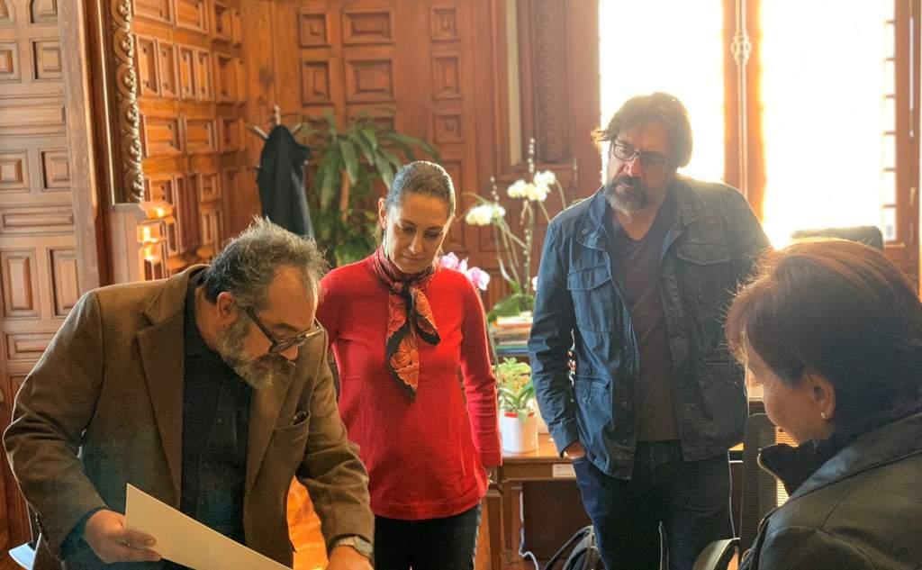 El actor Javier Bardem se reunió este sábado con la jefa de Gobierno de Ciudad de México, Claudia Sheinbaum, quien reveló que la serie que el español rodará en el país sobre la historia del conquistador Hernán Cortés se llamará Mexica. (TWITTER)