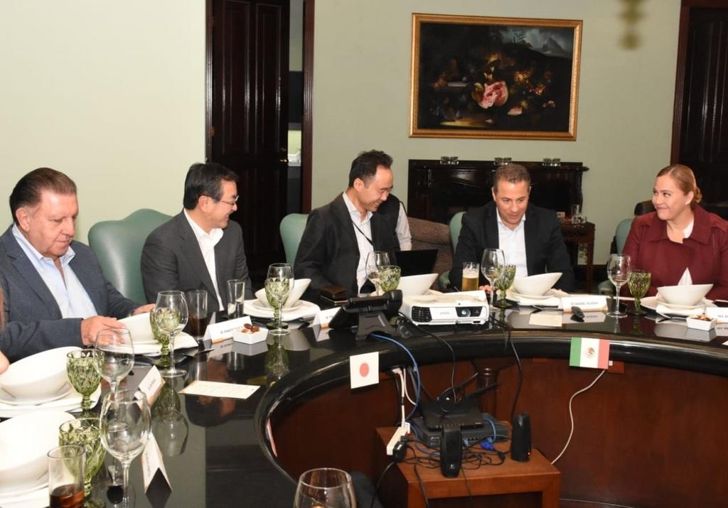 Directivos de la empresa japonesa Fujita sostuvieron ayer una reunión de trabajo con la presidenta municipal Marina Vitela. (VIRGINIA HERNÁNDEZ)