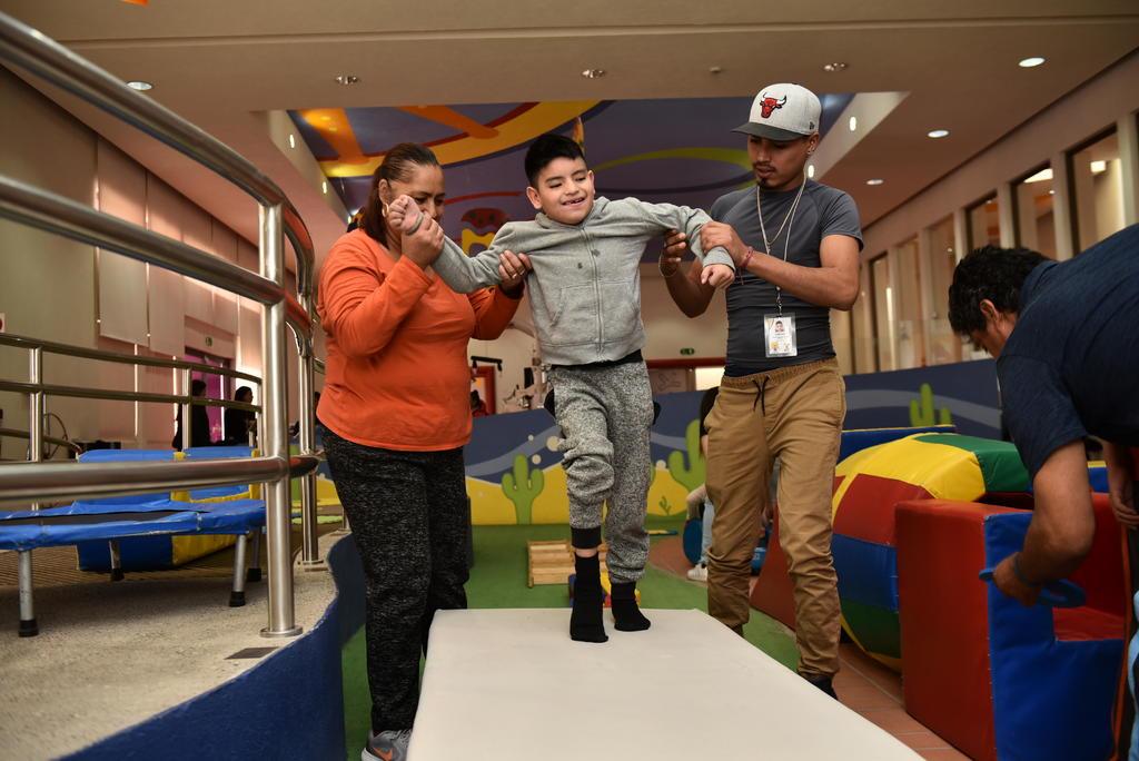 Se atienden a niñas, niños y adolescentes de Coahuila y Durango de 0 a 18 años de edad con discapacidad neuromusculoesquelética, y a sus familias. (ARCHIVO)