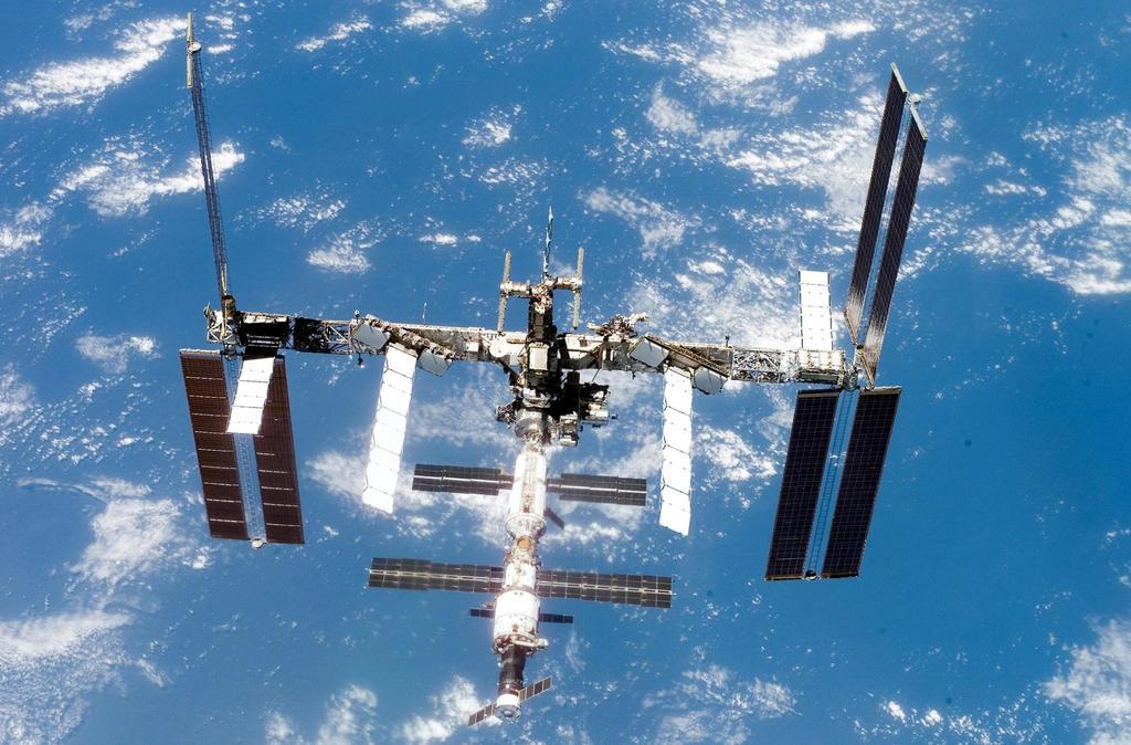 Los cosmonautas rusos que trabajan en la Estación Espacial Internacional (EEI) iniciaron el experimento