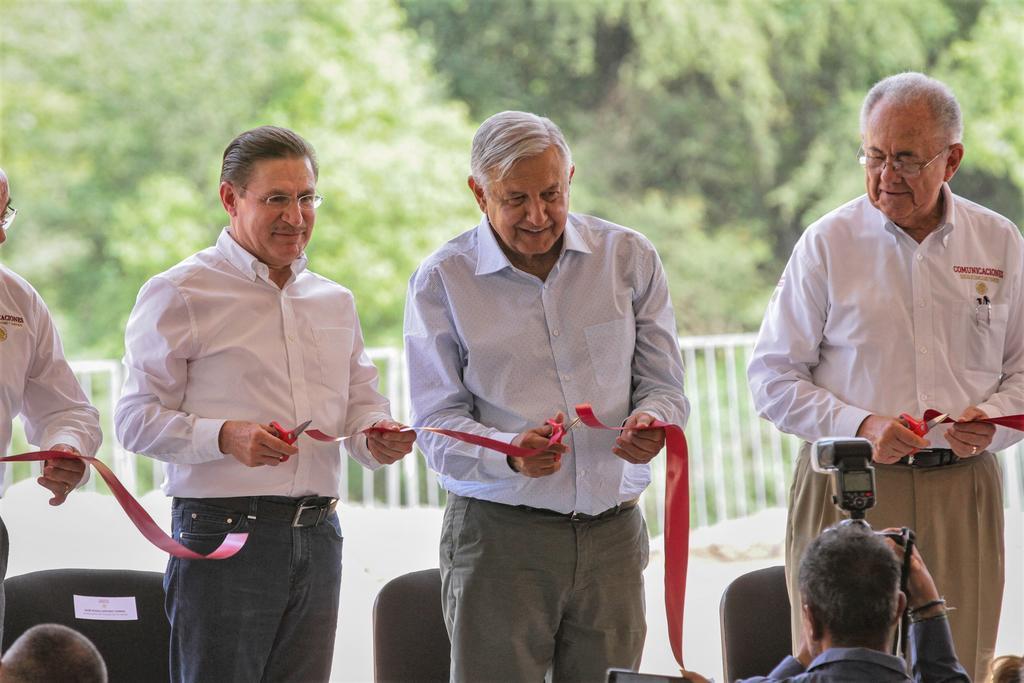 El presidente Andrés Manuel López Obrador puso en operación el Puente Sahuatenipa, que tuvo un costo de 31.2 millones de pesos,