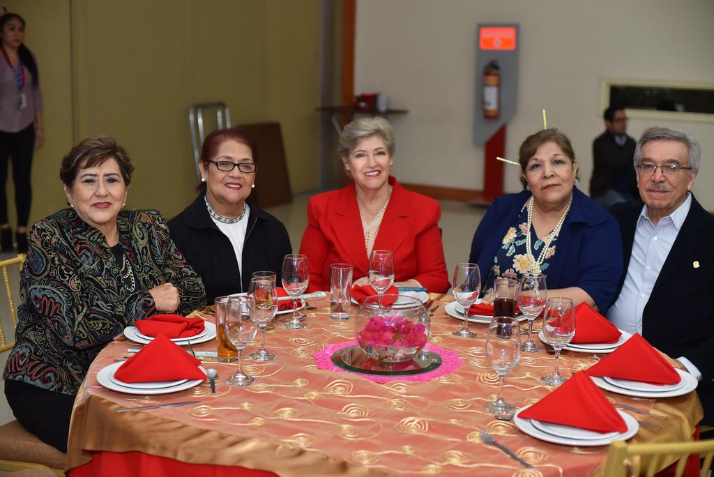 Humbelina, Nohemí, Maruca, Ome y Manuel.