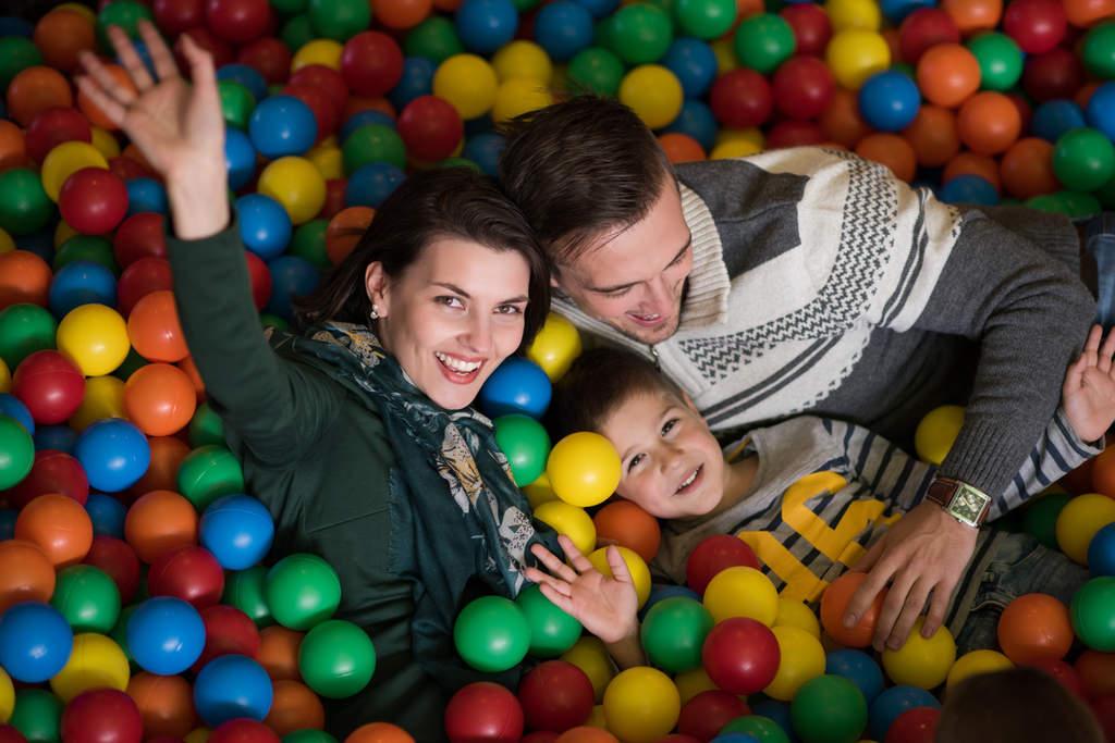 Estar en casa sin la posibilidad de salir es difícil para todos nosotros, sin embargo, para los niños puede ser aún más difícil, especialmente si tiene poco espacio para jugar. (ARCHIVO)
