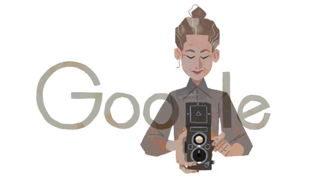 Google rinde tributo a Lola Álvarez a 117 años de su nacimiento con un doodle en el que aparece ella sosteniendo una cámara fotográfica (CAPTURA)