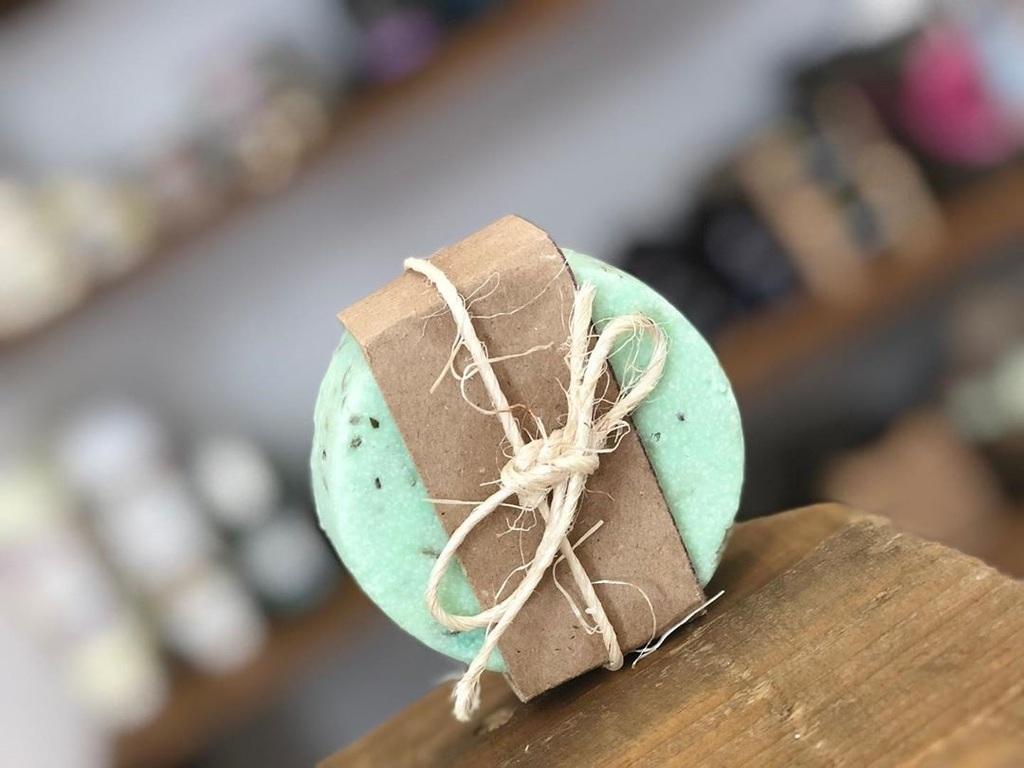 ORGÁNICOS. Sus jabones se fabrican a partir de ingredientes naturales. (EL SIGLO DE TORREÓN / Erick Sotomayor)