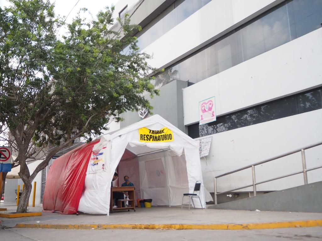 A través de su área de atención COVID, el ISSSTE Torreón atiende actualmente a tres pacientes; dos de ellas se encuentran graves.