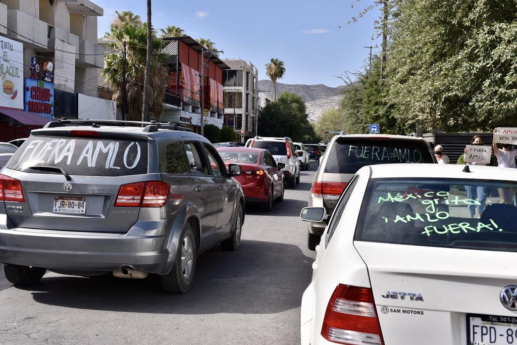 Fue en punto de las 09:00 horas que se comenzó con una aglomeración de vehículos en el cruce de la avenida Juárez y el bulevar Diagonal Reforma, situación que generó desorden vial y tráfico lento por media hora. (ERICK SOTOMAYOR)