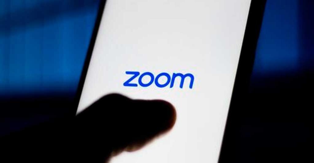 Una de las aplicaciones que ganaron millones de usuarios durante la contingencia por el coronavirus COVID-19 es Zoom. Sin embargo la plataforma de videollamadas fue fuertemente cuestionada debido a problemas en de seguridad. (ESPECIAL)