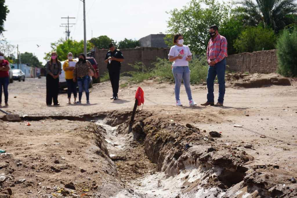 El alcalde de Matamoros hizo un recorrido de supervisión en un tramo de las obras. (CORTESÍA)